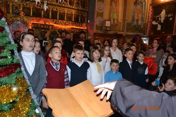 """Corul """"Vestitorii bucuriei"""" al copiilor de la Protopopiatul Târgu Neamț"""