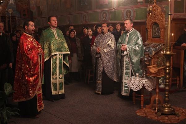 Preoții prezenți la rugăciunea de mulțumire