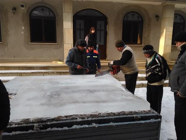 Confecționarea crucii de gheață
