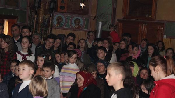 Tinerii din grupul de cateheză al bisericii